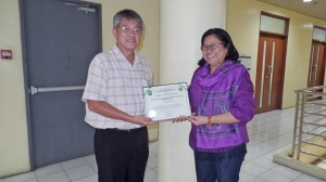 Dr. Isidro Sia, PITAHC Director-General, handing the Certificate of TAHC Org Accreditatation to Ms. Janet Paredes, NADA Philippines President.